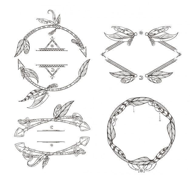 Conjunto de marcos de flechas de plumas y otros elementos decorativos en estilo boho. marco vintage pluma et