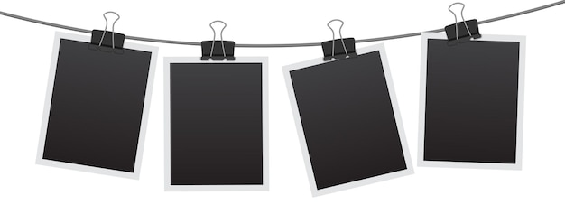Conjunto de marcos de fotos instantáneos en blanco colgando de un clip. plantilla de marcos de fotos vintage vacía negra aislada sobre fondo blanco.