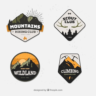 Conjunto moderno de insignias de montañas