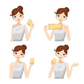 Conjunto de mujer sonriendo mostrando tarjeta en blanco