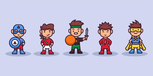 Conjunto de niños lindos con disfraces de superhéroe.
