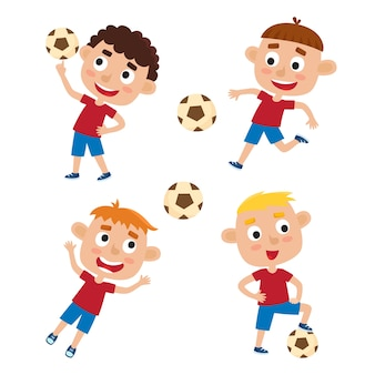 Conjunto de niños pequeños con camiseta y pantalones cortos jugando al fútbol, niños de dibujos animados lindos pateando un balón de fútbol en blanco.