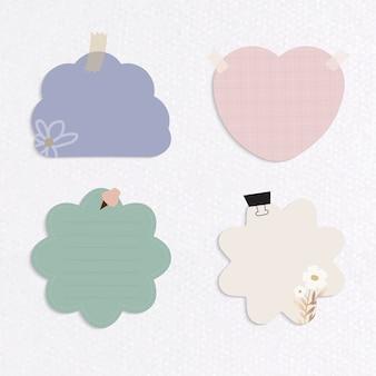 Conjunto de notas recordatorias de diferentes formas y colores sobre fondo de papel con textura