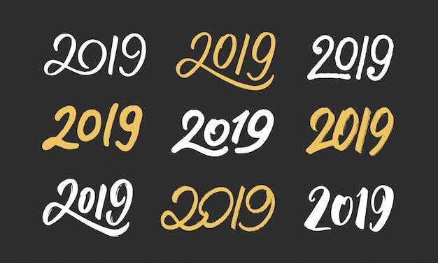Conjunto de números dibujados a mano 2019 para decoración de año nuevo.