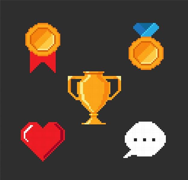 Conjunto de objetos de videojuegos de píxeles.