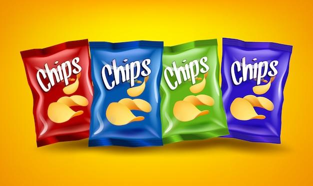Conjunto de paquetes de chips rojos, azules y verdes con bocadillos crujientes amarillos, concepto publicitario