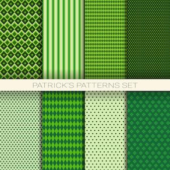 Conjunto de patrones sin fisuras del día de san patricio de fondo verde con hojas de trébol o trébol
