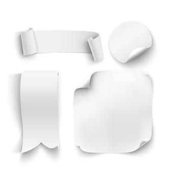 Conjunto de pegatinas blancas, en blanco, cintas, aislado sobre fondo blanco. ilustración.