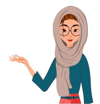 Conjunto de personajes femeninos, chica señala la mano derecha hacia un lado.