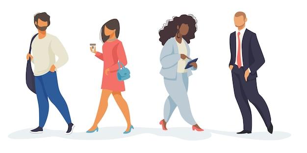 Conjunto de personas caminando