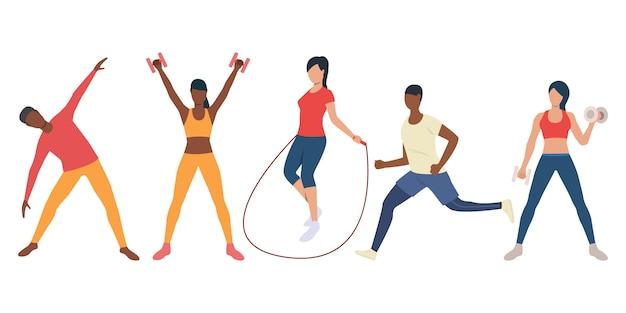 Conjunto de personas multiétnicas activas entrenando en gimnasio.