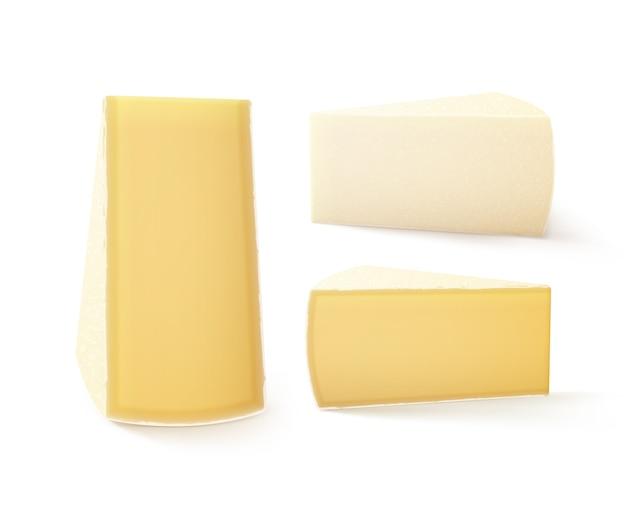 Conjunto de piezas triangulares de queso bri cerrar aislado sobre fondo blanco.