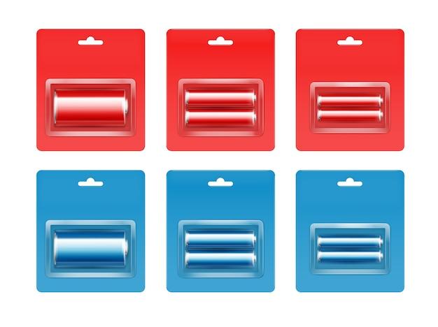 Conjunto de pilas alcalinas aa, aaa, c de color rojo azul cian brillante en blíster azul rojo embalado cerca aislado