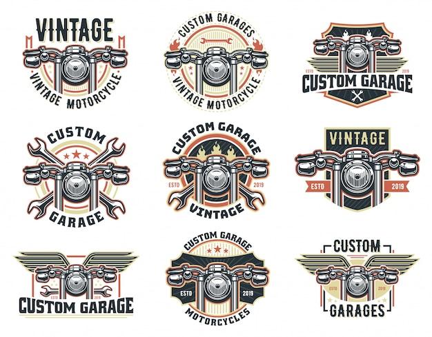 Un conjunto de plantilla de logotipo de motocicleta vintage, paquete de emblema de garaje personalizado retro o insignia.