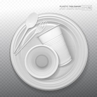 Conjunto de platos de plástico realistas sobre un fondo transparente.