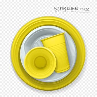 Conjunto de platos de plástico realistas en transparente.