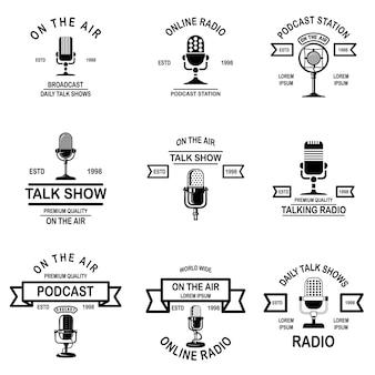 Conjunto de podcast, emblemas de radio con micrófono.
