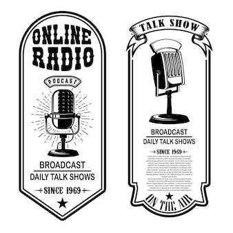 Conjunto de podcasts vintage, volantes de radio con micrófono. elemento de diseño de logotipo, etiqueta, letrero, insignia, cartel.