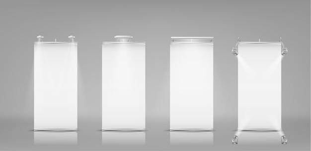 Conjunto realista en blanco enrollar pancartas, soportes verticales para exhibición y presentación comercial