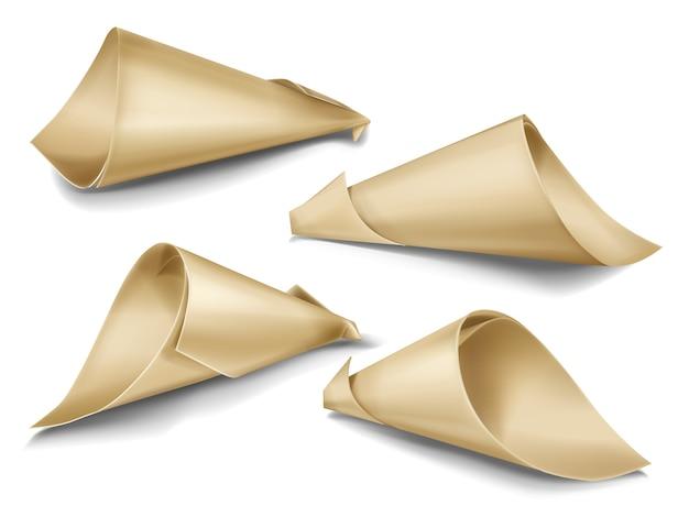 Conjunto realista de bolsas de papel de cono. embalajes artesanales para aperitivos, comida callejera, regalos.