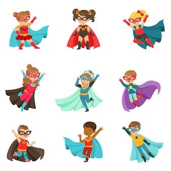 Conjunto de super niños, niños y niñas en trajes de superhéroes ilustraciones coloridas