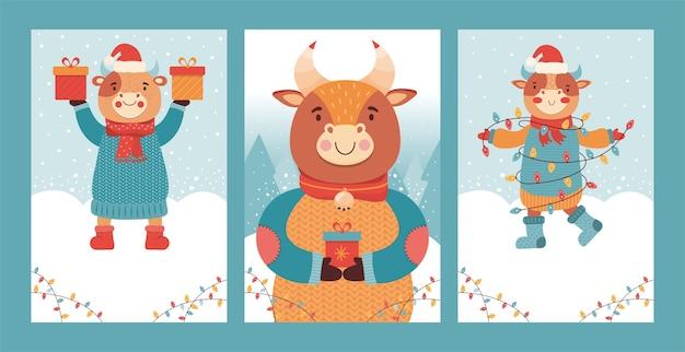 Conjunto de tarjeta de navidad y año nuevo. toro lindo con regalo. símbolo 2021 buey. festivo