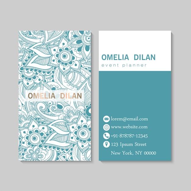 Conjunto de tarjeta de visita con flores dibujadas a mano zentangle. modelo
