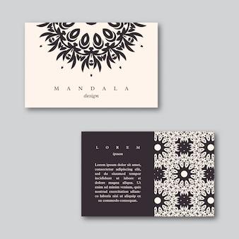 Conjunto de tarjetas con mandala dibujado a mano.