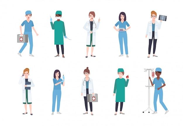 Conjunto de trabajadoras médicas. paquete de mujeres médicas vestidas con batas blancas y uniformes médicos: médico o médico, paramédico, enfermera, cirujano, asistente de laboratorio. ilustración de dibujos animados plana
