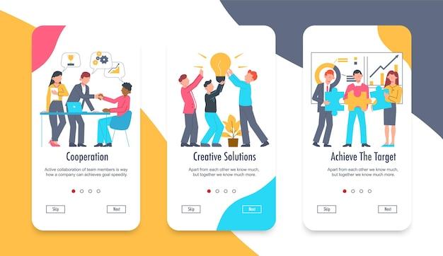 Conjunto de trabajo en equipo de tres pancartas verticales con botones de cambio de página, personajes humanos, burbujas de pensamiento y texto