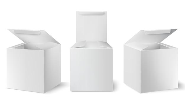 Conjunto de tres cajas blancas con tapas abiertas colocadas en diferentes ángulos. realista.