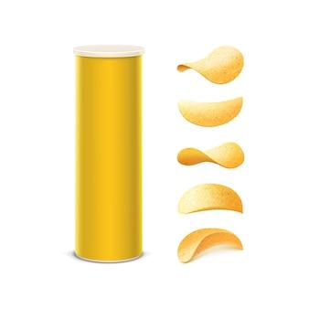 Conjunto de tubo contenedor de caja de estaño amarillo para paquete con patatas fritas crujientes de diferentes formas de cerca sobre fondo blanco.
