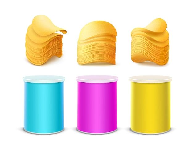 Conjunto de tubo de contenedor de caja de estaño pequeño de color rosa claro azul amarillo para diseño de paquete con pila de papas fritas crujientes de cerca aislado sobre fondo blanco.