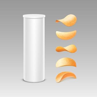 Conjunto de tubo contenedor de caja de lata blanca para paquete con papas fritas crujientes de diferentes formas de cerca en el fondo