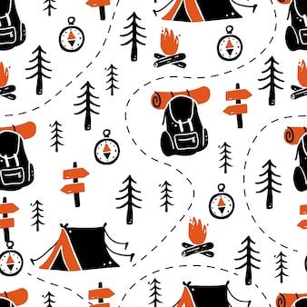 Conjunto de turismo de patrones sin fisuras dibujados a mano y equipo de camping.