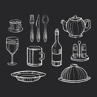 Conjunto de utensilios de cocina dibujados a mano en una pizarra