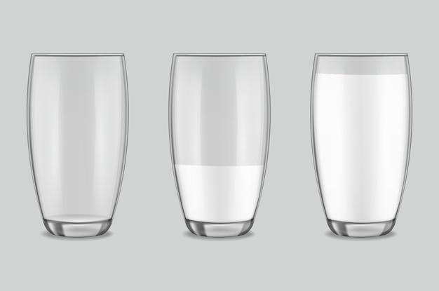 Conjunto de vasos realistas transparentes, leche en un vaso aislado