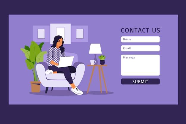 Contáctenos plantilla de formulario para web y página de destino. chica freelance trabajando en casa en la computadora portátil. atención al cliente en línea, concepto de mesa de ayuda y centro de llamadas.