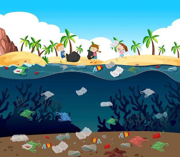 Contaminación del agua con bolsas de plástico en el océano