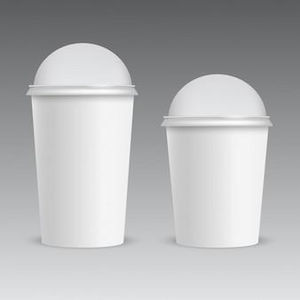 Copa de plástico realista con tapa de domo