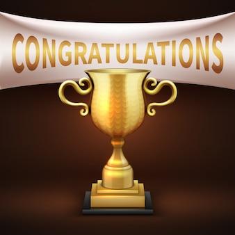 Copa de trofeo de lujo dorado con banner textil blanco y texto de felicitaciones. copa victoria brillante dorada