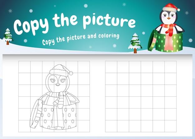 Copie la imagen del juego para niños y la página para colorear con un lindo pingüino usando un disfraz de navidad