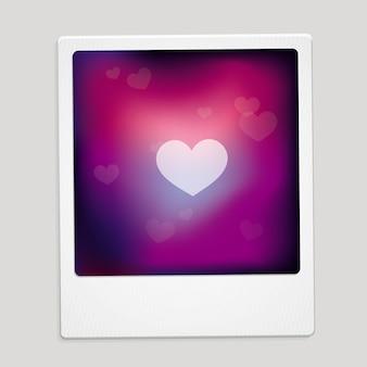 Corazón muestra en el marco polaroid