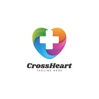 Corazón multicolor y logotipo de la salud médica de la cruz