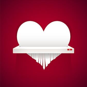 El corazón de papel se corta en trituradora