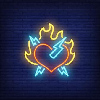 Corazón de roca con fuego y rayo letrero de neón