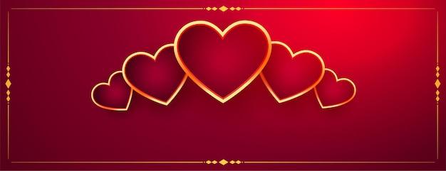 Corazones dorados decorativos en banner rojo del día de san valentín