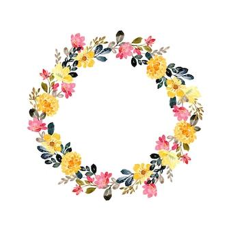 Corona de flores de color rosa amarillo con acuarela