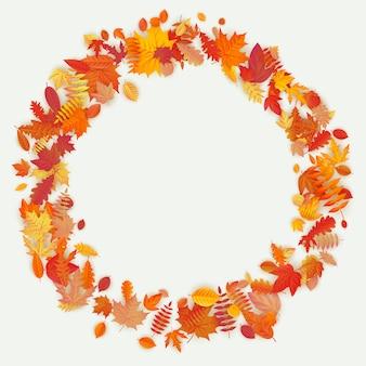 Corona de flores de otoño y hojas sobre fondo claro. composición de otoño.