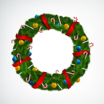 Corona de navidad realista decorada con cintas rojas, caramelos y adornos en blanco